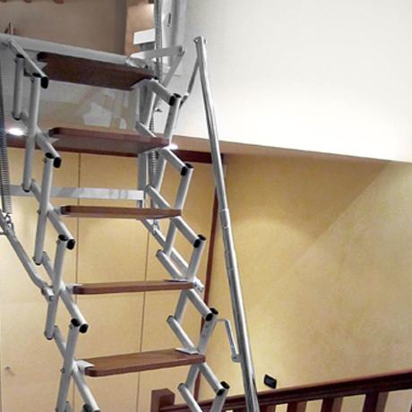 scala retrattile a parete dakota br stungsh he fenster k che. Black Bedroom Furniture Sets. Home Design Ideas