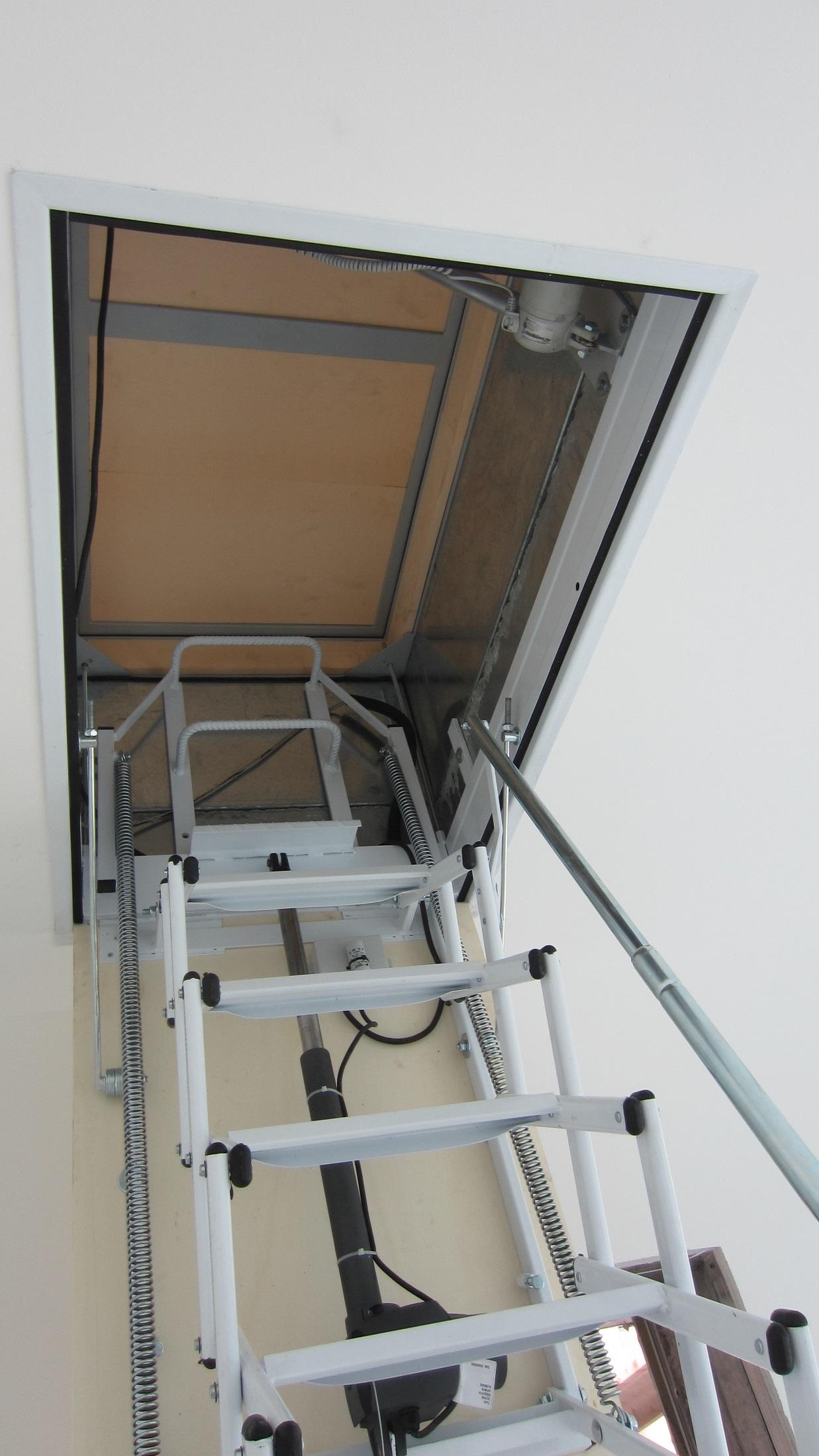 Scala retrattile per terrazzo scale a scomparsa for Scala per soffitta